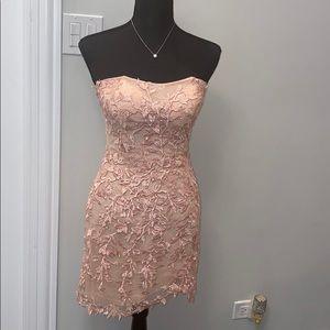 SHERRI HILL Lace Strapless Dress in BLUSH